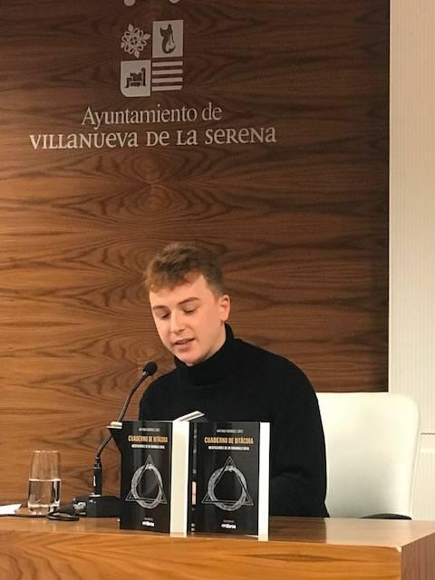 Antonio Rodríguez López, antiguo alumno, presenta su primer libro